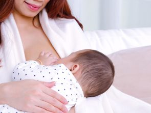 8 Helpful Breastfeeding Tips for New Moms & Moms-To-Be